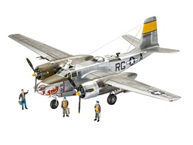 revell-03921-invader-maquette